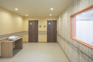 ヒルズレディースクリニックのシャワー室入口