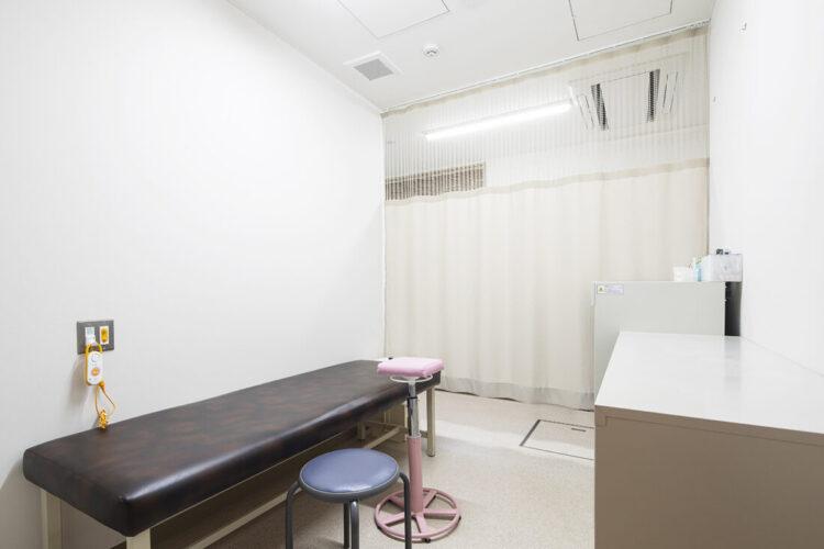 ヒルズレディースクリニックの処置室